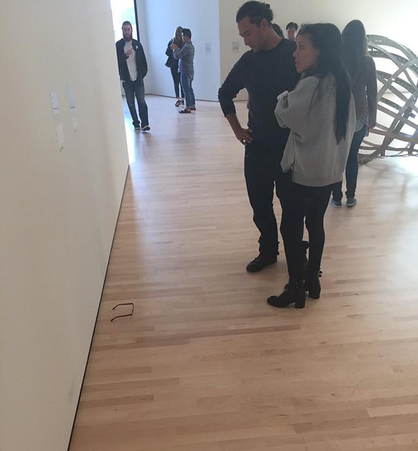 modern-art-gallery-glasses-prank-tj-khayatan-5