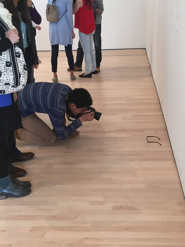 modern-art-gallery-glasses-prank-tj-khayatan-8