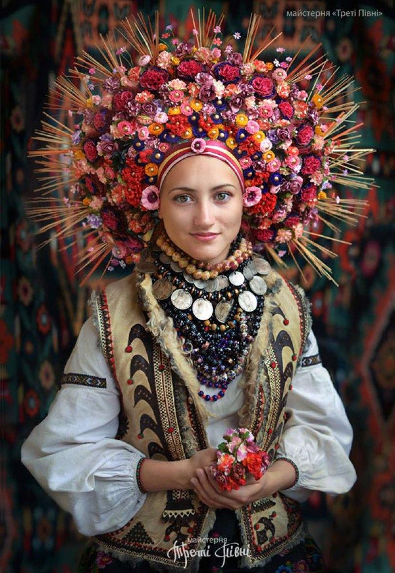 traditional ukrainian flower crowns treti pivni 11 - Mulheres e as coroas florais tradicionais de seu país