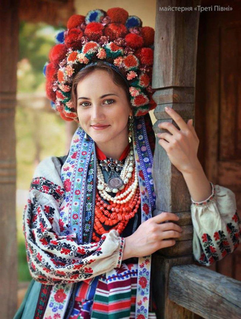 traditional ukrainian flower crowns treti pivni 8 - Mulheres e as coroas florais tradicionais de seu país
