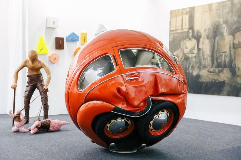 car balls cars compressed into perfect spheres ichwan noor 7 - Artista transforma Fusca de verdade em esferas perfeitas
