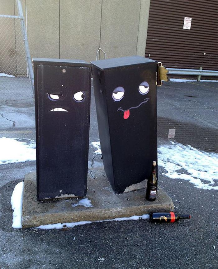 59788057b1887 creative street art positive vandalism 39 5971a9f44a522  700 - Coisas hilárias captadas em fotos