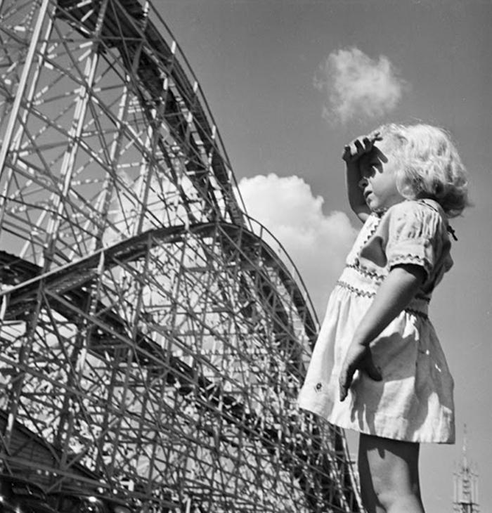 59ad11130eed6 vintage photographs new york street life stanley kubrick 59a91dcac9e00  700 - Fotos de Stanley Kubrick com 17 anos revela que ele sempre foi um gênio