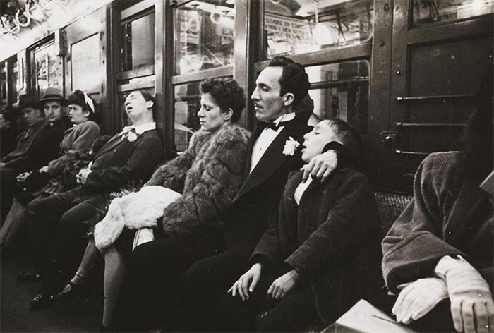 59ad11173bd11 vintage photographs new york street life stanley kubrick 17 59a950bf66ac0  700 - Fotos de Stanley Kubrick com 17 anos revela que ele sempre foi um gênio