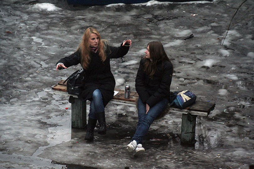 5a6edf4e8fd93 life on park bench photo series kiev ukraine yevhen kotenko 15 5a6add9017478  880 - Na mesma praça, no mesmo banco! Veja que inusitado...
