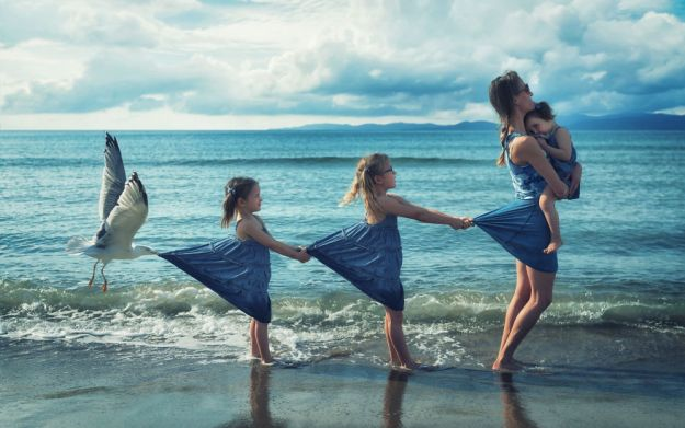 5a8ae4e5c4f0f-My-profession-is-IT-but-my-passion-is-photography-and-3D-5a8536b442563__880 Artist Makes Crazy Photo Manipulations With His Three Daughters And Son, And Here Are The Results Photography Random