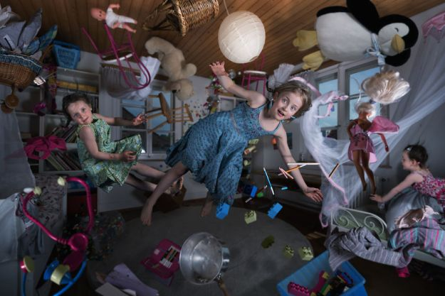5a8ae4e80870c-My-profession-is-IT-but-my-passion-is-photography-and-3D-5a8536969dd1e__880 Artist Makes Crazy Photo Manipulations With His Three Daughters And Son, And Here Are The Results Photography Random