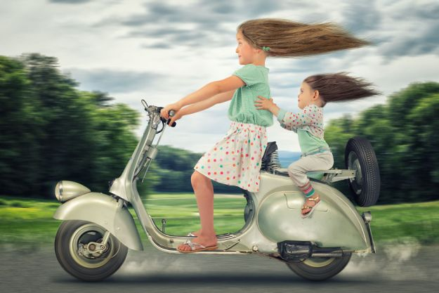 5a8ae4ec305ad-My-profession-is-IT-but-my-passion-is-photography-and-3D-5a8536c09b18c__880 Artist Makes Crazy Photo Manipulations With His Three Daughters And Son, And Here Are The Results Photography Random