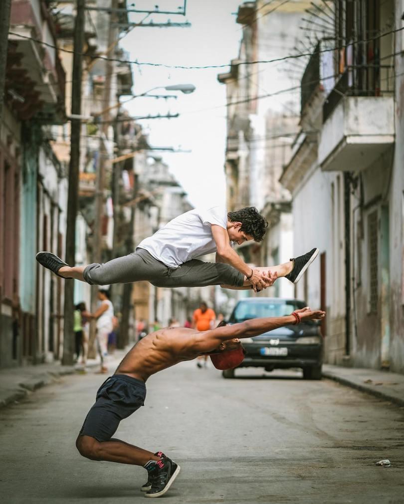 omarzrobles 11260844 1068040036568697 1687018430 n 2 - Dançarinos de balé praticam seus movimentos nas ruas para foto