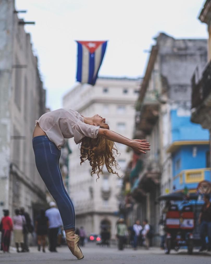 omarzrobles 12383107 466204423588553 242896821 n 2 - Dançarinos de balé praticam seus movimentos nas ruas para foto