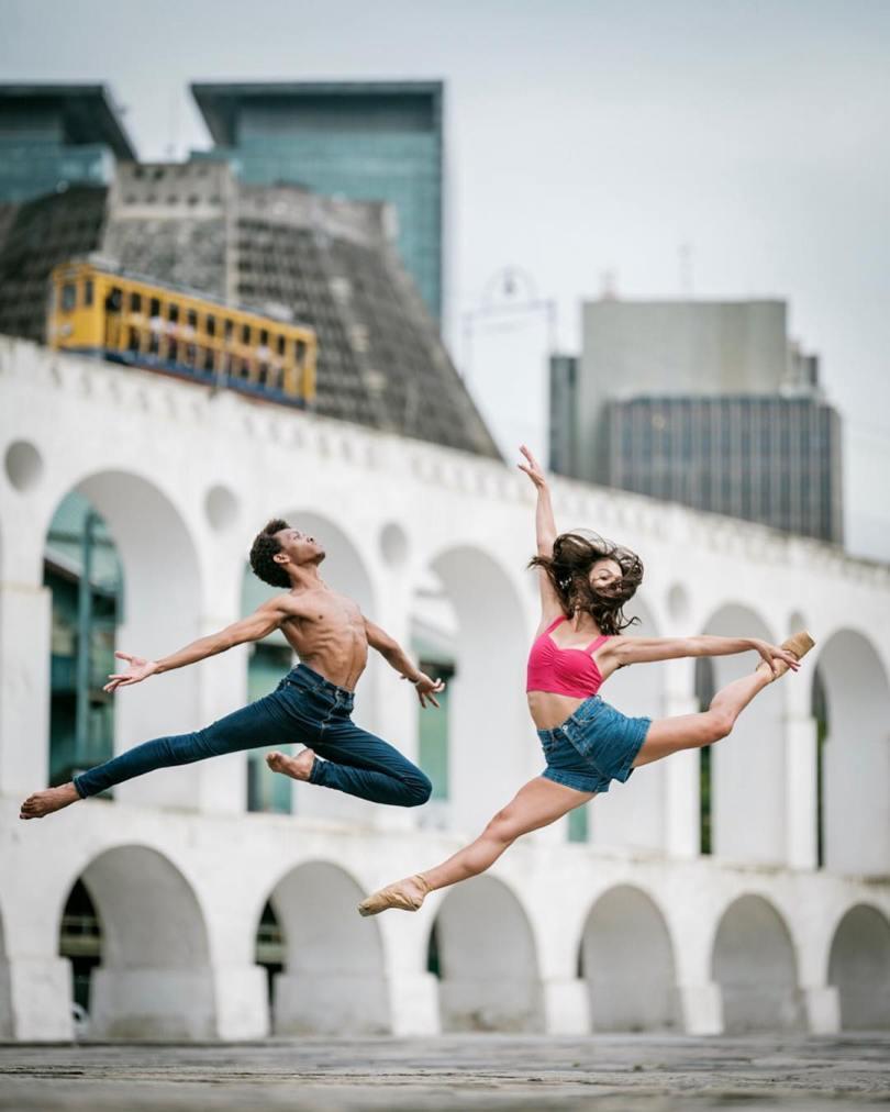 omarzrobles 27582139 1508008729506566 6295001066006118400 n - Dançarinos de balé praticam seus movimentos nas ruas para foto
