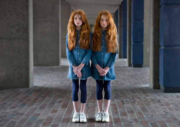 5abdf3cc1ebc6-london-identical-twin-portraits-alike-but-not-like-peter-zelewski-6-5abb65c795233__880 Photographer Captures Identical Twins Next To Each Other To Show How Different They Actually Are Photography Random