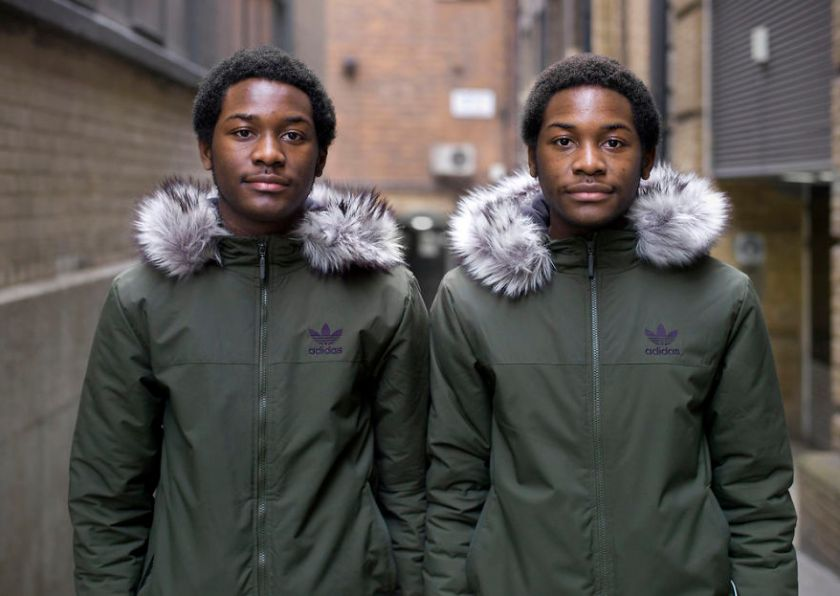 5abdf3cf78706-london-identical-twin-portraits-alike-but-not-like-peter-zelewski-14-5abb65d65fdd3__880 Photographer Captures Identical Twins Next To Each Other To Show How Different They Actually Are Photography Random