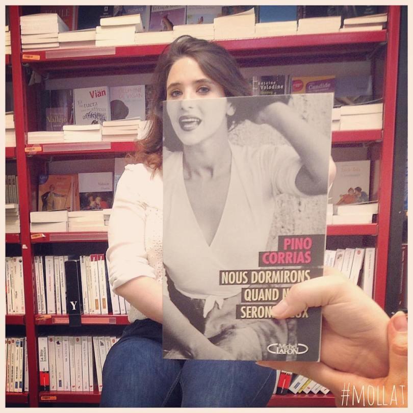 librairie mollat 18299390 1364558716913403 4274244319314968576 n - Funcionários entediados de livraria se divertem com capa de livros