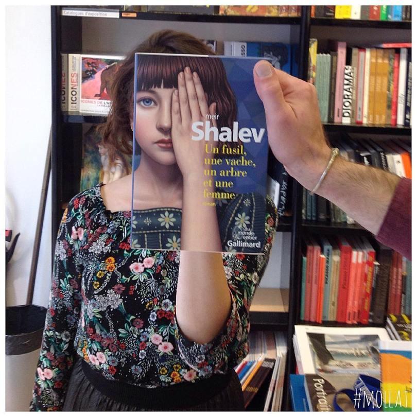 librairie mollat 22710295 2337323603160077 1029739025059020800 n - Funcionários entediados de livraria se divertem com capa de livros