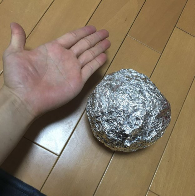 5ac1d3c0d00aa-aluminum-foil-ball-japan-24-5abe232c07ba6__700 Japanese Are Polishing Foil Balls To Perfection, And It Looks Too Good Random