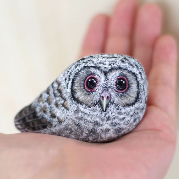 5ac1ef5f1d152-I-Want-To-Paint-The-Life-The-Living-Spirit-Of-The-Being-I-Feel-Inside-The-StoneVol2-5a92a14c2fff6__880 Artist Brings Stones To Life By Realistically Painting Animals On Them Art Random