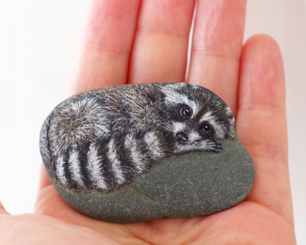 5ac1ef5f9c0bc-I-Want-To-Paint-The-Life-The-Living-Spirit-Of-The-Being-I-Feel-Inside-The-StoneVol2-5a929c2d3249e__880 Artist Brings Stones To Life By Realistically Painting Animals On Them Art Random