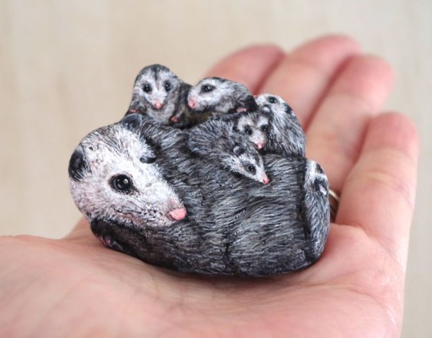 5ac1ef61cdd2c-I-Want-To-Paint-The-Life-The-Living-Spirit-Of-The-Being-I-Feel-Inside-The-StoneVol2-5a929c4067afd__880 Artist Brings Stones To Life By Realistically Painting Animals On Them Art Random