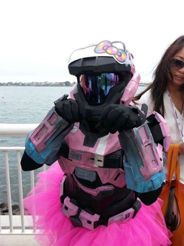 5ac5c89fa70e0-pun-cosplay-ideas-35-5abe3ef39464d__700 20+ Pun-tastic Costumes You'll Have To Look At Twice To Understand Random