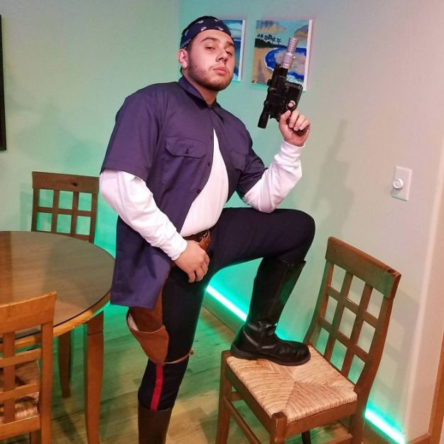 5ac5c8a884be2-5abdf3a690f4d_9hYwoGer__700 20+ Pun-tastic Costumes You'll Have To Look At Twice To Understand Random