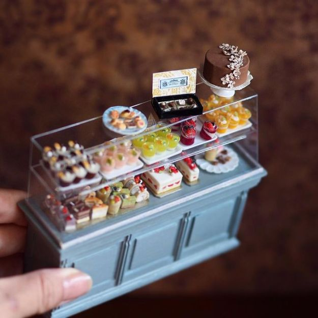 5ac62107cf25b-handmade-miniature-art-japanese-artist-kiyomi-77-5a16e189b92f9__700 Mother Of Two Wakes Up At 4 AM To Create Antique Dollhouses, And The Details Will Amaze You Art Random