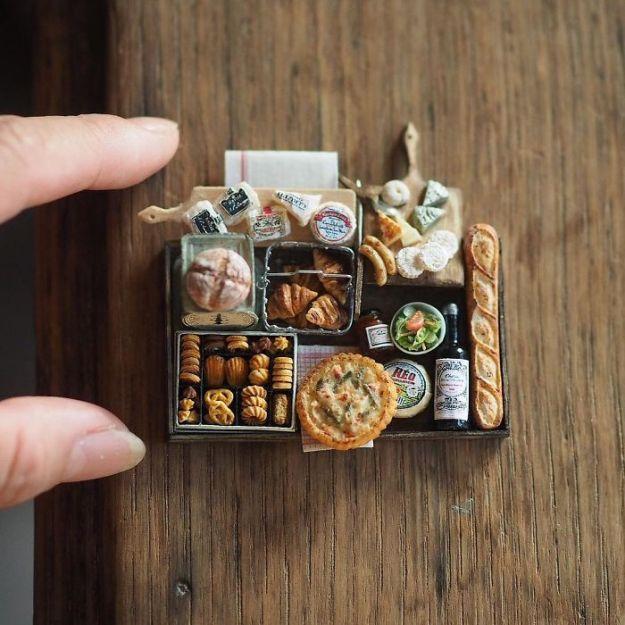 5ac6210a09914-handmade-miniature-art-japanese-artist-kiyomi-9-5a16deb4d0e5c__700 Mother Of Two Wakes Up At 4 AM To Create Antique Dollhouses, And The Details Will Amaze You Art Random