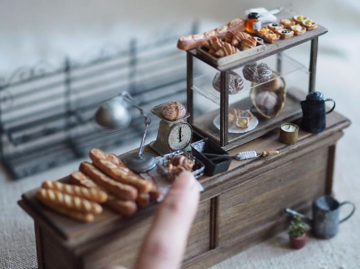 5ac6210c45272-handmade-miniature-art-japanese-artist-kiyomi-46-5a16e09d7e473__700 Mother Of Two Wakes Up At 4 AM To Create Antique Dollhouses, And The Details Will Amaze You Art Random
