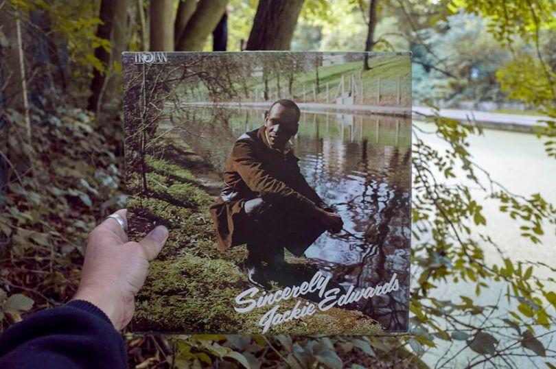 5accb8812839e Photographer does tour in London by registering the location of the iconic reggae vinyl album covers 5ac7219f16219  880 - Fotógrafo passa 10 anos rastreando os locais originais das capas de vinil