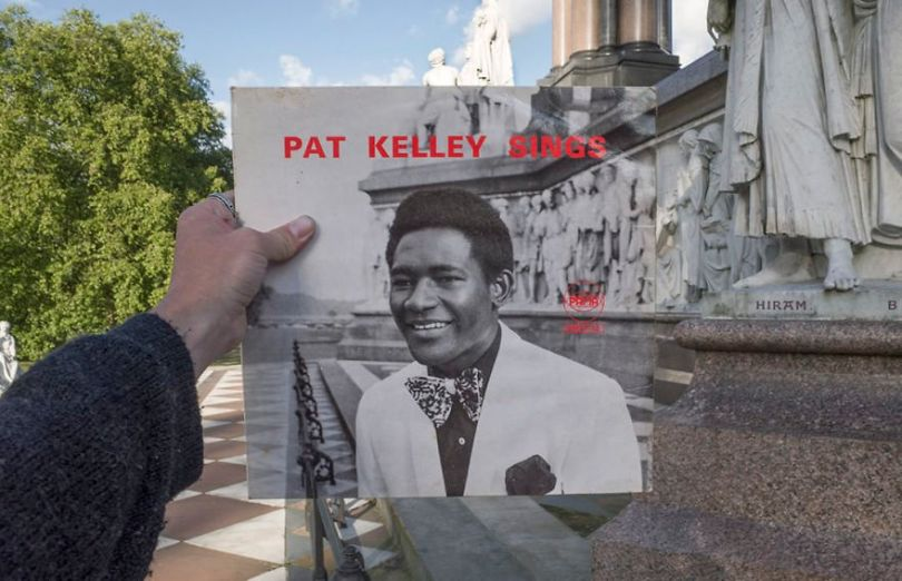 5accb889e8bf6 Photographer does tour in London by registering the location of the iconic reggae vinyl album covers 5ac72be1d2ba1  880 - Fotógrafo passa 10 anos rastreando os locais originais das capas de vinil