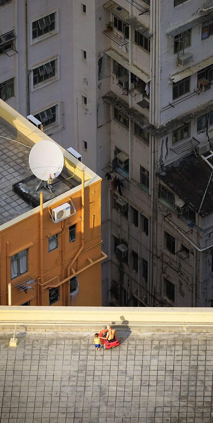 5ae2eb0a47fad Carjacking 5adef92c9c935  700 - 12 coisas interessantes este fotógrafo capturado nos telhados de Hong Kong