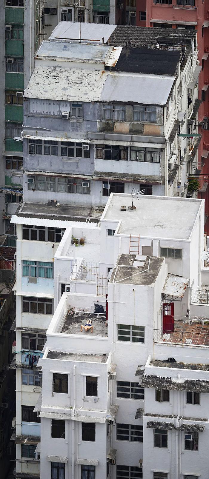 5ae2eb0b1ea30 Pushing Up 5adef90d676eb  700 - 12 coisas interessantes este fotógrafo capturado nos telhados de Hong Kong