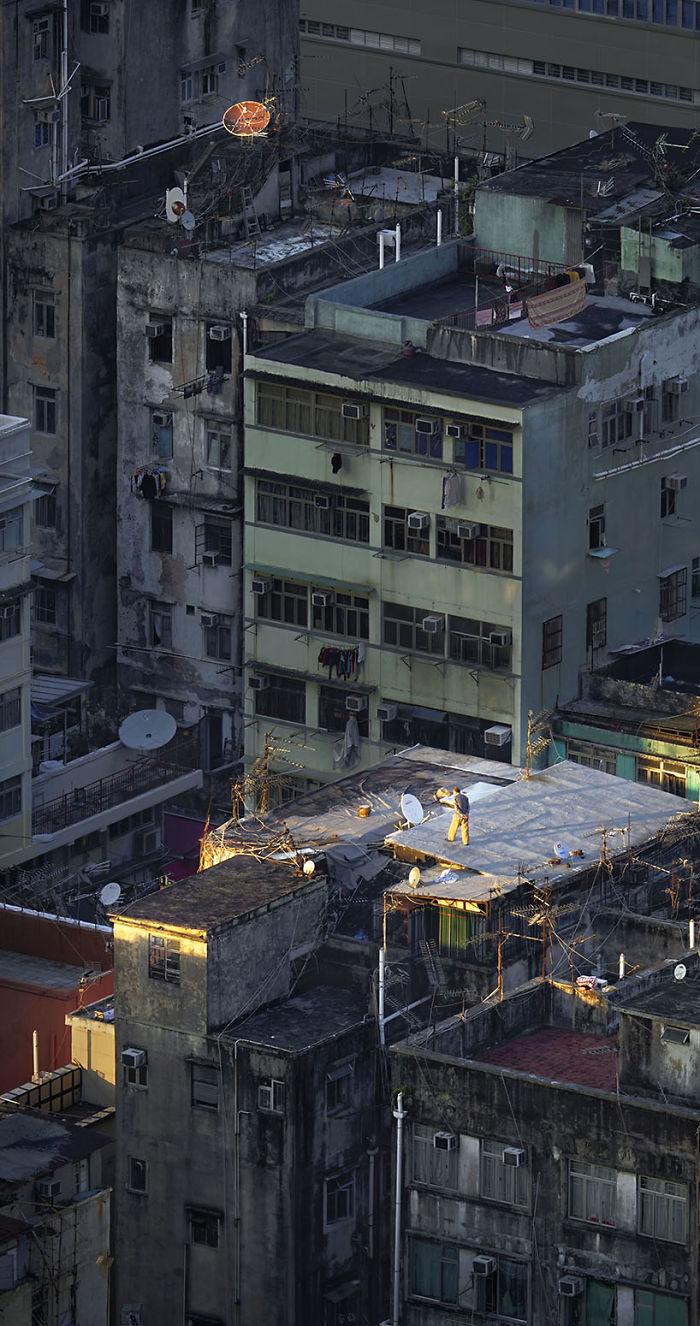 5ae2eb0e5ba65 Sky Walking 5adef918650d9  700 - 12 coisas interessantes este fotógrafo capturado nos telhados de Hong Kong