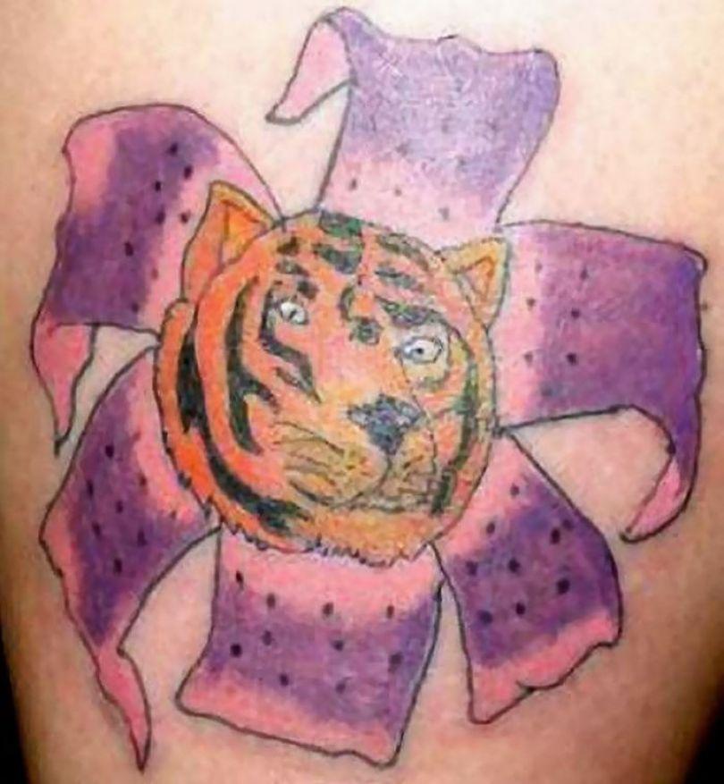 5b236582d509b funny worst tattoo fails 43 5b1a447c68c60  700 - Seleção das piores tatuagens do mundo