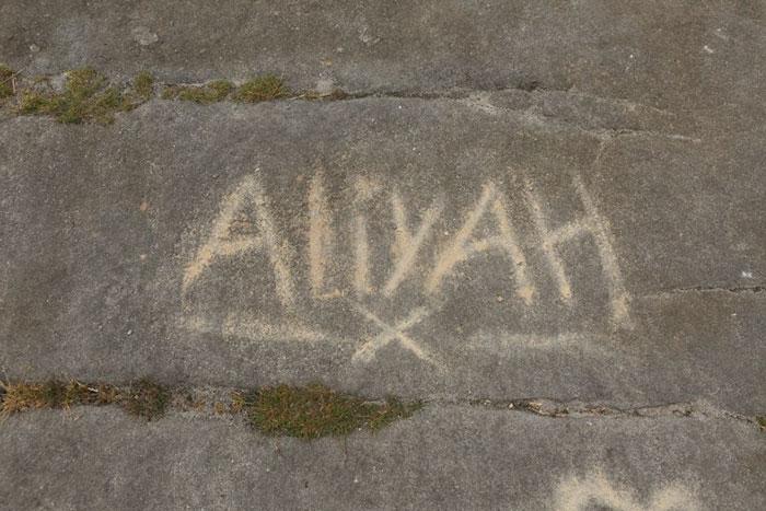5b236f6e1efa0 brimham rock york moors vandalism north yorkshire 7 5b22101a9e042  700 - Adolescentes destroem 320 milhões de anos de história em poucos segundos