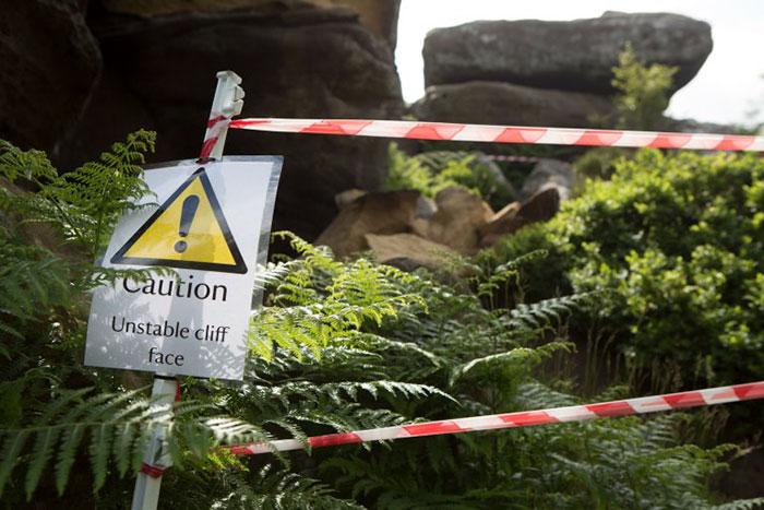 5b236f6f5677f brimham rock york moors vandalism north yorkshire 10 5b2210294299b  700 - Adolescentes destroem 320 milhões de anos de história em poucos segundos