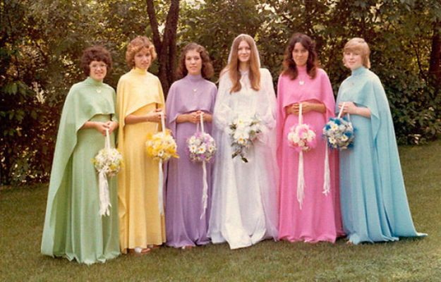 5b67f91bea449-old-fashioned-funny-bridesmaids-dresses-27-5ae3172f698e2__700 15+ Hilarious Vintage Bridesmaid Dresses That Didn't Stand The Test Of Time Random