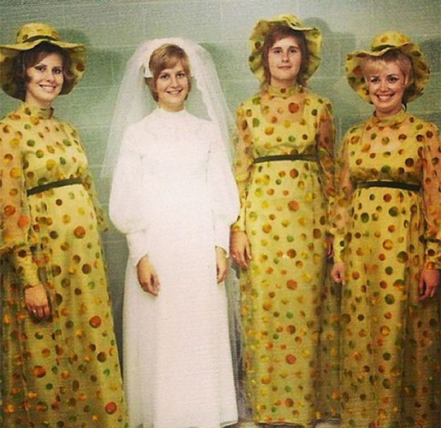 5b67f91ce5773-old-fashioned-funny-bridesmaids-dresses-1-5ae2f6a0208cf__700 15+ Hilarious Vintage Bridesmaid Dresses That Didn't Stand The Test Of Time Random