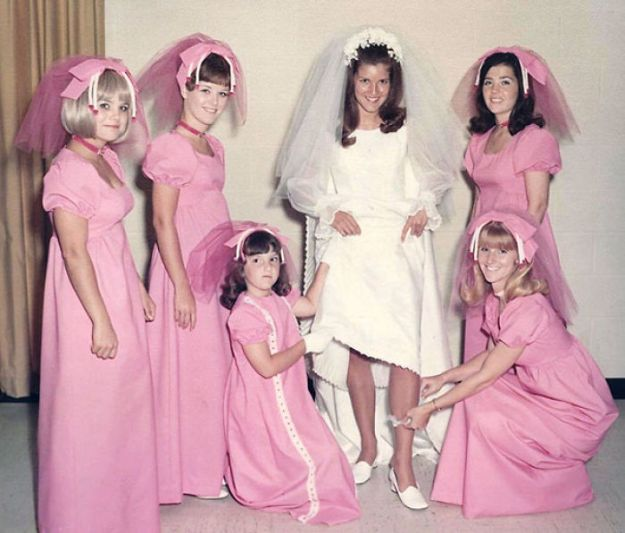 5b67f91f95f03-old-fashioned-funny-bridesmaids-dresses-19-5ae30786a54d1__700 15+ Hilarious Vintage Bridesmaid Dresses That Didn't Stand The Test Of Time Random