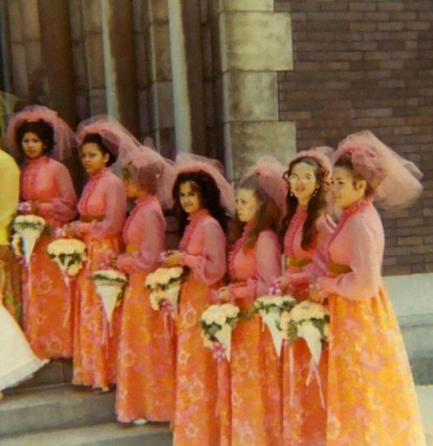 5b67f9206fbc6-old-fashioned-funny-bridesmaids-dresses-40-5ae3203f504a3__700 15+ Hilarious Vintage Bridesmaid Dresses That Didn't Stand The Test Of Time Random