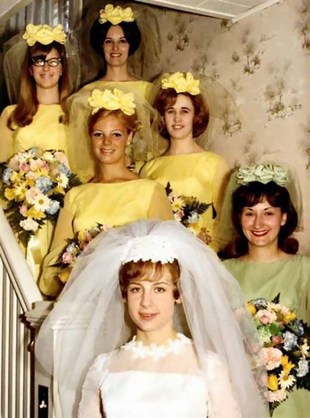 5b67f920c3ede-old-fashioned-funny-bridesmaids-dresses-22-5ae30f9095c2f__700 15+ Hilarious Vintage Bridesmaid Dresses That Didn't Stand The Test Of Time Random
