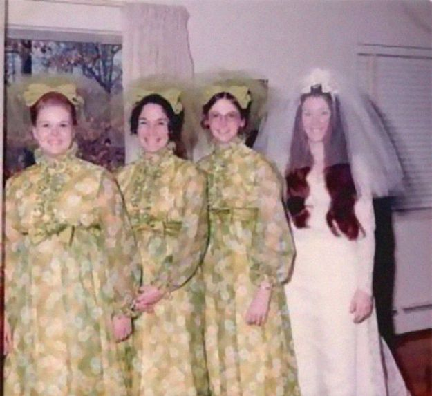5b67f92296d80-old-fashioned-funny-bridesmaids-dresses-6-5ae2f6bb14561__700 15+ Hilarious Vintage Bridesmaid Dresses That Didn't Stand The Test Of Time Random