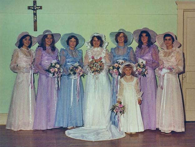 5b67f92317bc2-old-fashioned-funny-bridesmaids-dresses-29-5ae3183c64986__700 15+ Hilarious Vintage Bridesmaid Dresses That Didn't Stand The Test Of Time Random