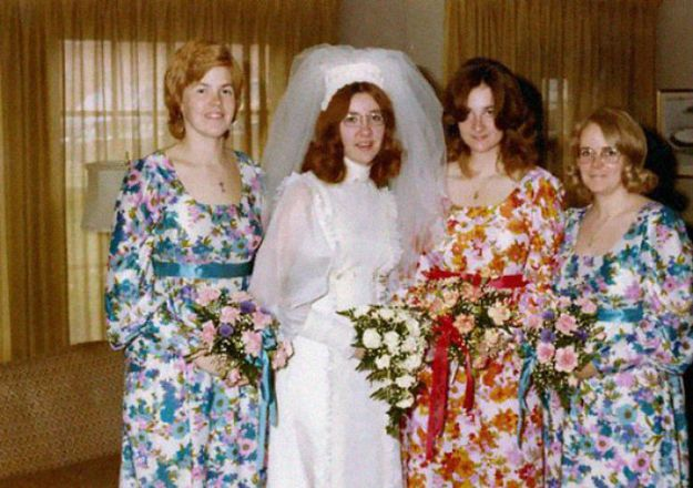 5b67f9233d8f7-old-fashioned-funny-bridesmaids-dresses-30-5ae3195e07018__700 15+ Hilarious Vintage Bridesmaid Dresses That Didn't Stand The Test Of Time Random