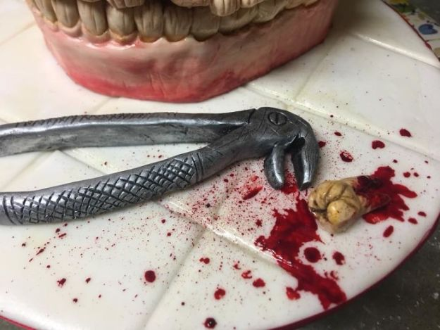 5b7e617a8a444-For-this-confectioner-every-day-is-Halloween-and-your-jobs-you-would-not-have-the-courage-to-eat-them-5b73d7d73c3b2__700 These Creepy Creations Hide Sweet Desserts, If You're Brave Enough To Cut Into Them Random