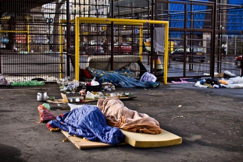 5b9bb3919be20 8 11 5b8d1fcf5f82e  880 - Fotojornalista revela o lado não tão romântico de Paris
