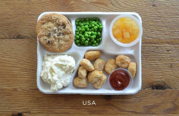 5bb4b3ea036cf-usa-5bb3126f1af37__700 9 Photos Showing How School Lunches Look Around The World, And America's Looks Least Appealing Random