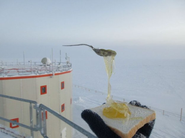 5bbdac3ecb37e-cooking-food-antarctica-cyprien-verseux10-5bbc51e746c60__700 This Astrobiologist Tried Cooking Food In Antarctica At -94ºF (-70ºC), Gets Hilarious Results Random