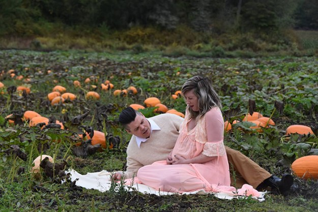 5bbefc5f6d234-funny-maternity-photoshoot-alien-pumpkin-field-todd-cameron-li-carter-6-5bbdc4b0173b4__700 This Couple's Maternity Photo Shoot Is The Most Terrifying You've Seen Yet (WARNING: Some Images Might Be Too Horrifying) Photography Random