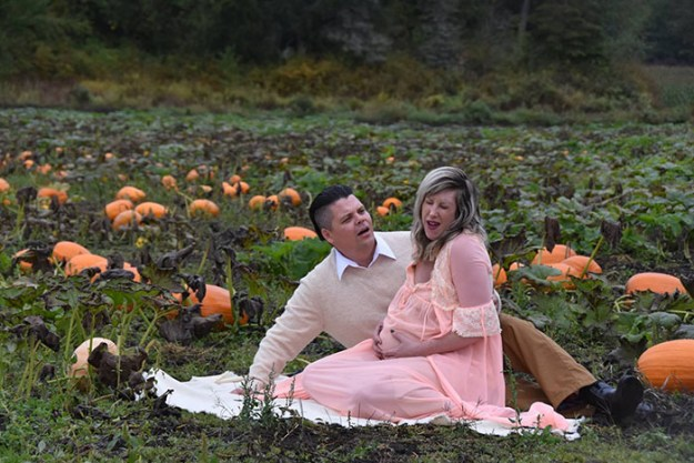 5bbefc5fb693e-funny-maternity-photoshoot-alien-pumpkin-field-todd-cameron-li-carter-7-5bbdc4b23d611__700 This Couple's Maternity Photo Shoot Is The Most Terrifying You've Seen Yet (WARNING: Some Images Might Be Too Horrifying) Photography Random